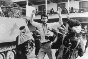 New York Times correspondent, Sydney Schanberg ( Sam Waterson ) is surrounded by deadly Khmer Rouge troops in The Killing Fields.