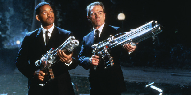 1997's Men in Black successfully follows in Ghostbusters' footsteps.