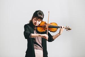 Violinist pursues decorative dialogues