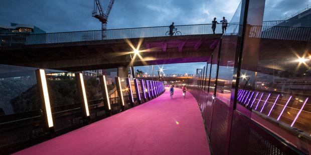 Loading The Canada Street Bridge on a new Auckland pedestrian/cycleway has won an American award. Photo / NZIA