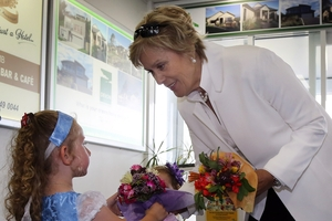 International opera star Dame Kiri Te Kanawa arrives in Whanganui yesterday and is greeted by 3-year-old Isla Conrie with a bouquet from her grandma's garden. Photo / Stuart Munro