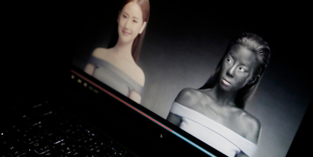 An online advertisement by Thai cosmetics company Seoul Secret showing Thai actress Cris Horwang, right, is displayed on a computer screen. AP photo / Charles Dharapak