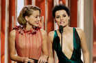 Presenters Amber Heard and Jaimie Alexander present an award at the Golden Globes. Photo/Getty