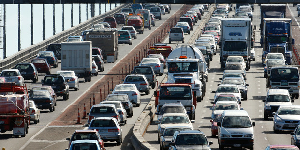Traffic congestion on the Auckland Harbour Bridge / NZH