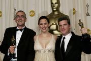 Actress and presenter Jennifer Garner, center, poses with Mike Hopkins, left, and Ethan Van der Ryn. Photo: NZPA/AP, Kevork Djansezian