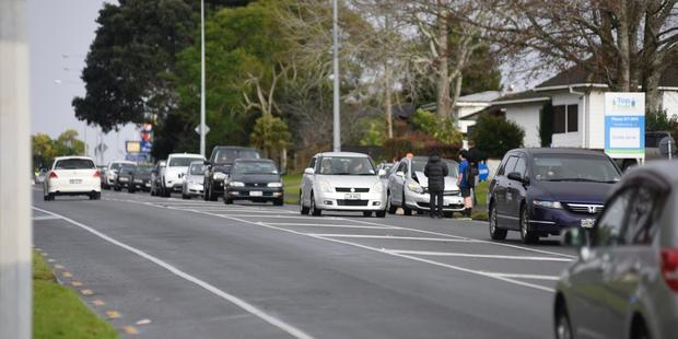 A minor crash on Waihi Rd has resulted in heavy congestion this morning. Photo/George Novak