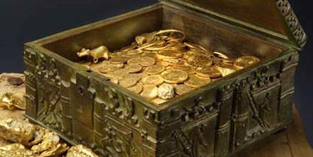 Loading This image provided by Forrest Fenn shows a chest purported to contain gold dust, hundreds of rare gold coins, gold nuggets and other artefacts. Photo / AP