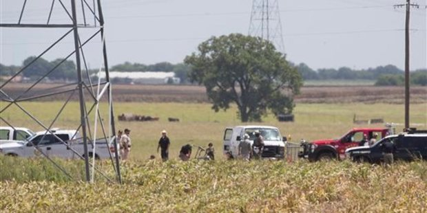 Loading Investigators surround the scene in a field near Lockhart, Texas where a hot air balloon carrying at least 16 people appears to have collided with power lines. Photo / AP