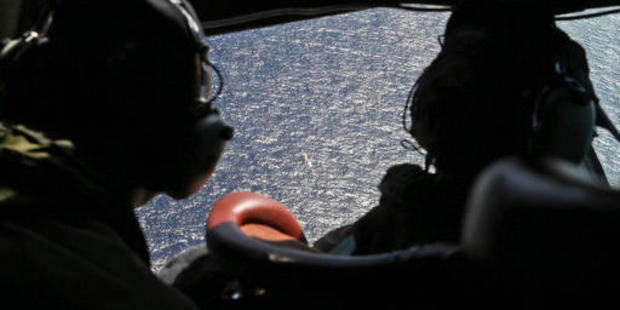 Wing Commander Rob Shearer, captain of the Royal New Zealand Air Force P3 Orion, left, and Sgt Sean Donaldson look out the cockpit windows during an early search for MH370. Photo / AP