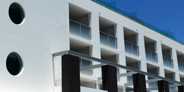 The fit-out of QT Bondi complements its coastal location.