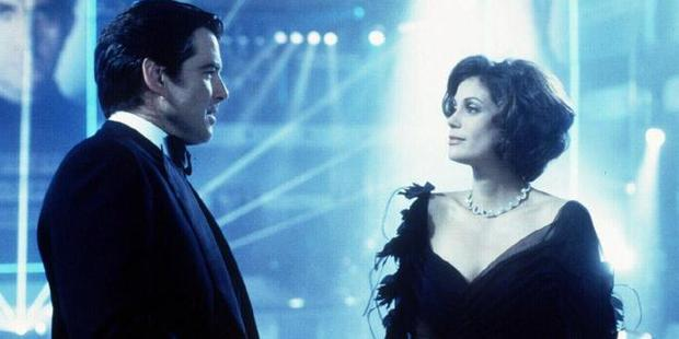 Pierce Bronson and Teri Hatcher weren't exactly best buds on the set of the 1997 Bond film.