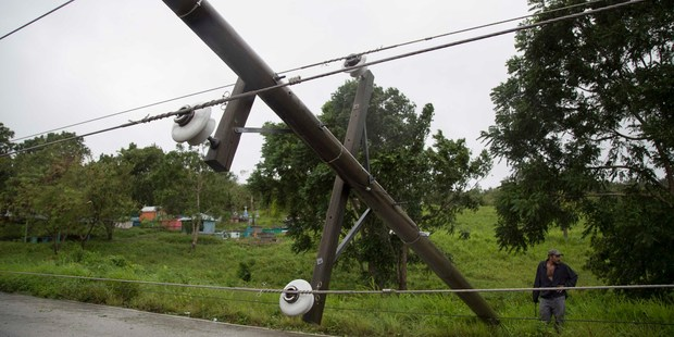 Power lines collapsed by Hurricane Earl hinder traffic on the road from Flores, in Peten, the northern Guatemalan border state with Belize. Photo / AP