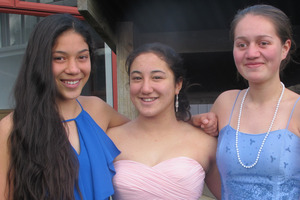 BELLES DE JOUR: Charlotte Stark, Maruata Ngarewa-Cribb and Kaena Anderson. PHOTO/LIN FERGUSON