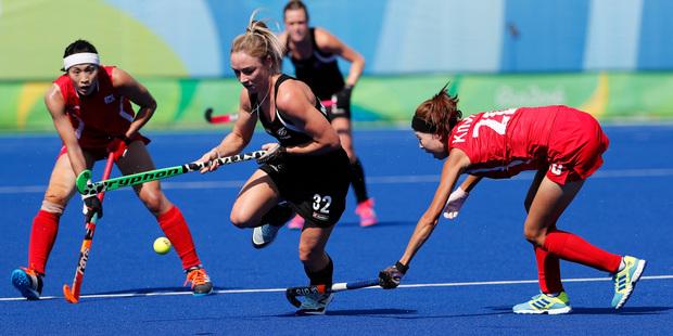 New Zealand's Anita McClaren, center, fights for the ball with South Korea's Hyungi Kim. Photo / AP