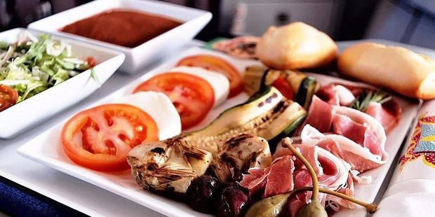 Another option on FlyNiki was an Italian antipasti platter featuring Prosciutto di Parma with a simple version of a Caprese salad. Photo: Nik Loukas / inflightfeed.com