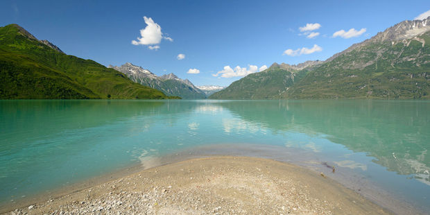 Lake Clark contains two active volcanoes. Photo / 123RF