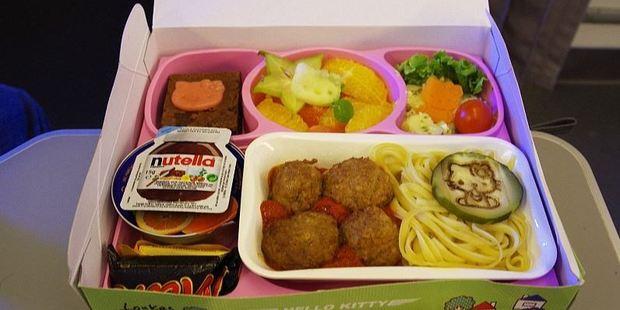 Loukas flew from Paris to Taipei just to try the Hello Kitty kids meal on EVA Air. Photo: Nik Loukas / inflightfeed.com