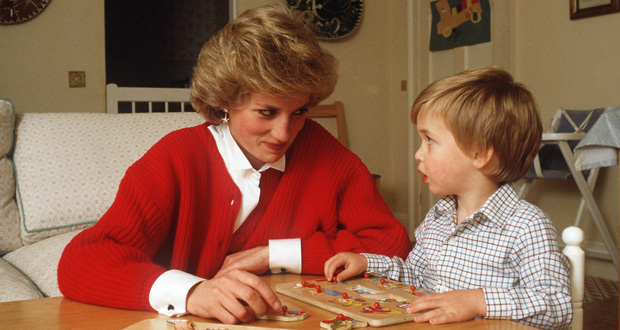 A young William doing a puzzle with his mother, Diana. Photo / Getty