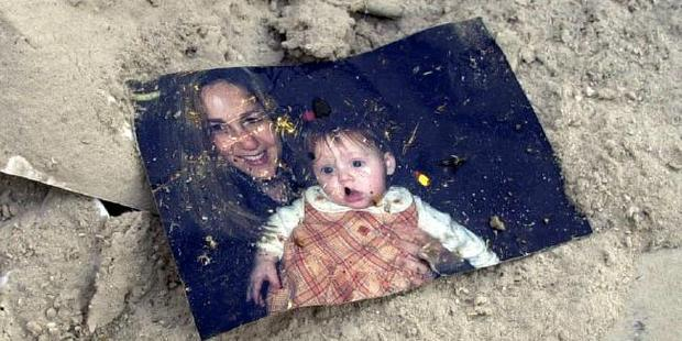 The photo Nathan Edwards found, showing Jennifer Rothschild-Robinson with her daughter Isabelle. Photo /  Nathan Edwards / News Limited