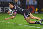 Shaun Johnson dives across to score the match-winning try for the Warriors in the 89th minute. Picture / Photosport