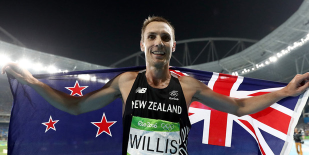 Nick Willis celebrates after winning the bronze in the men's 1500m final. Photo /Getty