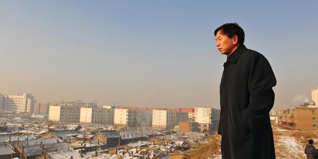 Geng Yangbo surveys his kingdom in The Chinese Mayor.
