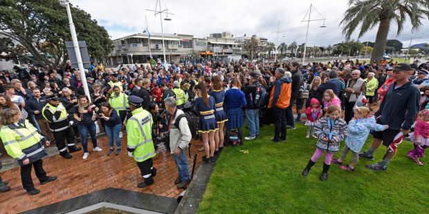 Huge turnout to Olympic parade in Tauranga. Photo/George Novak