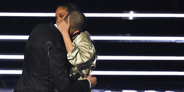 Drake and Rihanna Reenact VMA Kiss