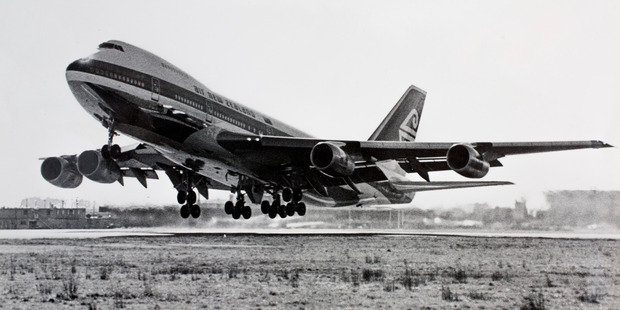 The first flight by an Air New Zealand Boeing 747.
