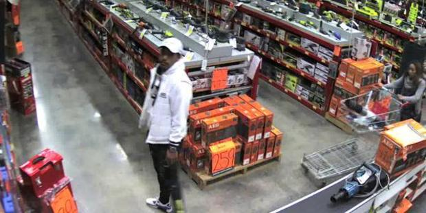 The two people police believe may be able to assist them in an investigation into the burgulary of a Bunnings Store in Mt Wellington. PHOTO/ Supplied