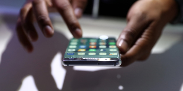 An exhibitor demonstrates the new functions of the Galaxy Note 7 smartphone. Photo / AP