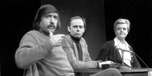 Playwright Edward Albee, left, makes a point as director Paul Weidner, center, and actress Angela Lansbury look on, 1977. File photo / AP