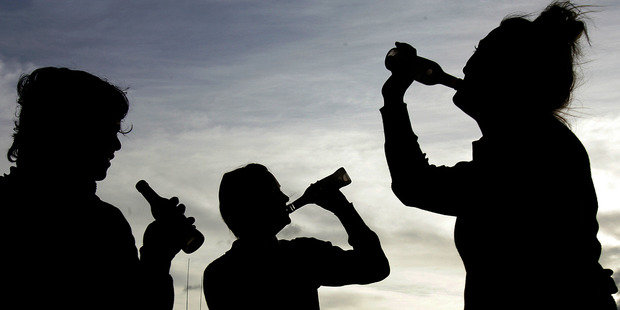 Quarter of drinkers aged 15-17 in survey face danger of alcohol poisoning.