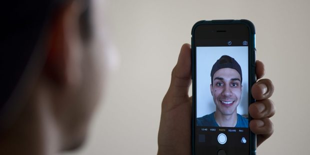 University of California researchers have shown that regularly taking selfies has benefits for happiness. Photo: Steve Zylius / UCI