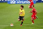 Phoenix' Albert Riera runs with the ball. Photo / photosport.nz