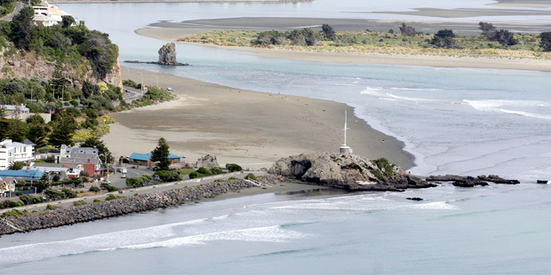Man discharged from hospital after Saturday night's fall from Cave Rock in Sumner, Christchurch