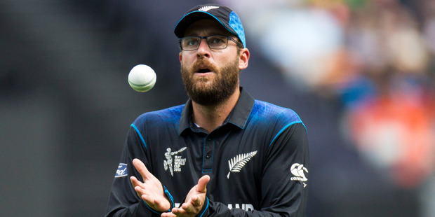Dan Vettori receives the ball from a team-mate. Photo / Jason Oxenham