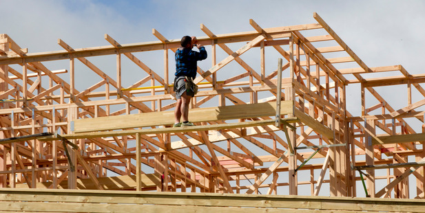 Twenty-five per cent of the tradespeople surveyed by IRD said they thought cash jobs were common in the industry. Photo / NZME