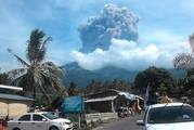 Mt Barujari volcano in Indonesia erupts at 2:45 pm on Tuesday 27th September. Hundreds of tourists have been evacuated. Photo / Supplied
