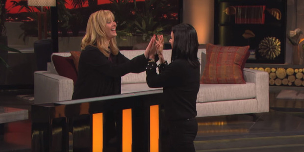 Lisa Kudrow and Courteney Cox take on Friends trivia on the TV game show Celebrity Name Game.