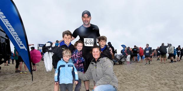 Josh, 11, Ava 7, Dallas, 39, Alex, 9, CJ and Cohen Telford, 4 at the City to Surf event. Photo/George Novak
