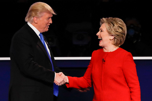 Republican presidential nominee Donald Trump shakes hands with Democratic presidential nominee Hillary Clinton after the first presidential debate. PHOTO/AP