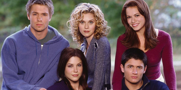 Bush and Murray with the cast of One Tree Hill.