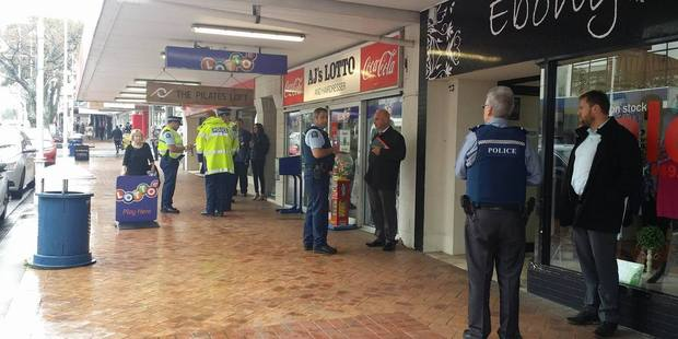 Reports are coming in of a heavy police presence on Devonport Rd, Tauranga.