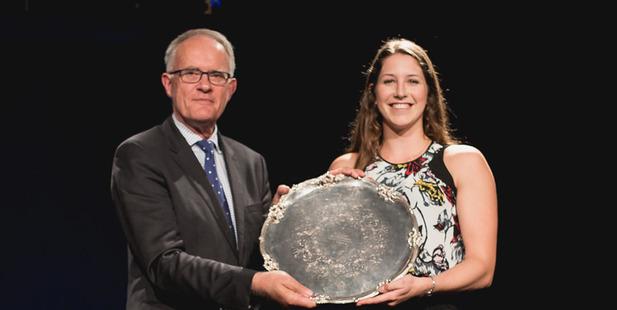Olympic bronze medallist Eliza McCartney receives her award from University of Auckland Vice-Chancellor Stuart McCutcheon.