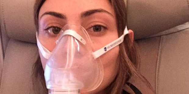 Australian actress and model, Phoebe Tonkin, posted a selfie on Instagram (pictured) of her wearing a Humidiflyer face mask. Photo / Instagram.