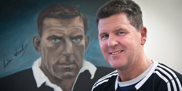 MEMORABILIA: Chris Smith with an autographed painting of Colin Meads and wearing a signed All Blacks Sevens jersey from Rio for the Rotary Rotorua Charity Luncheon. PHOTO/ANDREW WARNER