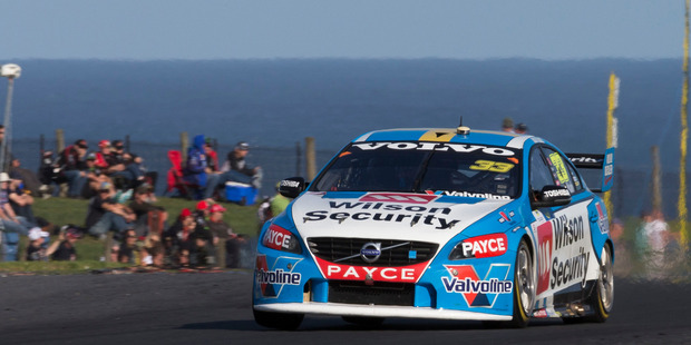 Jamie Whincup held out a fast-finishing Kiwi Scott McLaughlin.