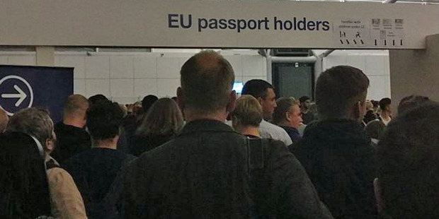 Images of the waiting crowds were shared on social media, with a number of travellers taking to Twitter to complain. Photo / George Bouras ‏Twitter