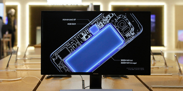 A screen shows an internal design drawings of Samsung Electronics Galaxy S7 smartphone at its shop in Seoul, South Korea. Photo / AP